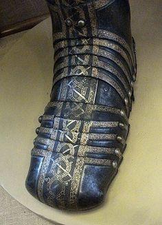 English-madeGreenwich armor sabaton, 1587-89. Asabatonorsolleretis part of aknight'sarmourthat covers the foot.