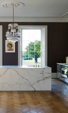 Aubergine color on the kitchen walls contrast beautifully with the pure white ceiling trim, and marble. Home Interior, Kitchen Interior, Interior Architecture, Kitchen Design, Kitchen Walls, Kitchen Pantry, Kitchen Island, Luxury Kitchens, Home Kitchens