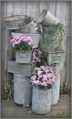 Thrilling About Container Gardening Ideas. Amazing All About Container Gardening Ideas. Vasos Vintage, Galvanized Decor, Galvanized Buckets, Galvanized Metal, Metal Buckets, Metal Containers, Vintage Garden Decor, Vintage Gardening, Organic Gardening
