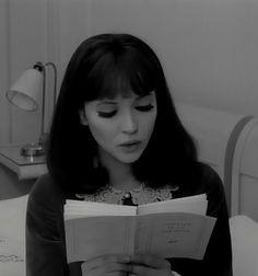 Anna Karina reading