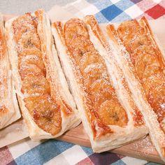 「スティックバナナキャラメルパイ」の作り方を簡単で分かりやすい料理動画で紹介しています。片手でぱくっと食べられる、お手軽デザートパイです。キャラメリゼしたバナナがクセになります! バターを加えてまろやかに仕上げました! おやつにも、おもてなしにもぴったりな一品です。 ぜひご自宅でお試し下さい!