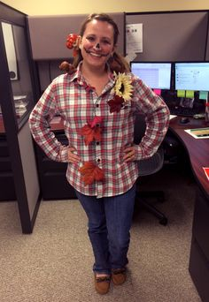 creative halloween costume for the office scarecrow