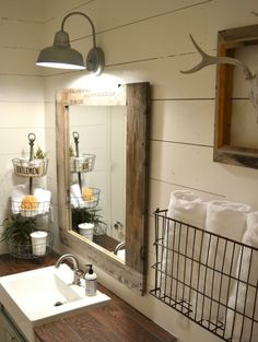 Farmhouse Small Bathroom Remodel Ideas (12)