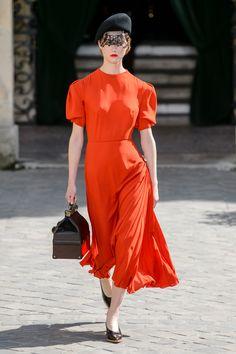 Estética gângster dos anos 40 inspira alta-costura de Ulyana Sergeenko - Vogue | Desfiles