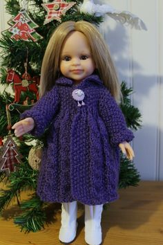 TUTO MANTEAU A TORSADES POUR PAOLA-REINA ou POUR CHERIES Doll Clothes Patterns, Doll Patterns, Clothing Patterns, Nancy Doll, Dolly Fashion, Crochet Christmas Decorations, American Doll Clothes, Doll Costume, Knitted Dolls