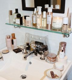 The exact skincare routine our Site Director relies on for clear skin all summer long ☀️— link in bio. Beauty Care, Beauty Skin, Beauty Makeup, Beauty Hacks, Aesthetic Beauty, Bathroom Organisation, Shelfie, Face Cleanser, Beauty Room