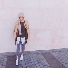 On the blog modestmira ✨✨ #simplyxcovered #hijabfashion #HFInspo #muslimapparelthings #topshopstyle #hijabmuslim