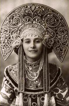 Great ballerina Anna Pavlova in Russian costume. 1912