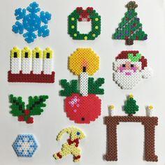 Pärlplatta jul hama-perler-beads-Snöflinga, tomte, julkrans, julgran, adventsljustake, adventsljus och julbock Christmas Perler Beads, Diy Perler Beads, Diy Christmas Gifts, Christmas Decorations, Pearl Crafts, Beading For Kids, Iron Beads, Bead Art, Beading Patterns