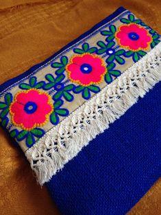 Püsküllü Çiçekli Çanta Püsküllü çiçekli çanta el yapımı ve özel tasarımdır. Çanta saks mavi jüt kumaşı,.... 281487