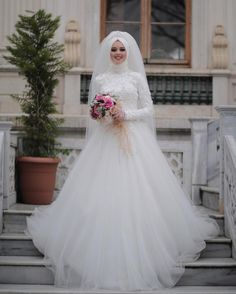 In the wedding dress I love plain and fluffy . This is my bride! However, I thought about what we have prepared for our new bride candidates who love different innovations for the new season. Muslim Wedding Gown, Muslimah Wedding Dress, Muslim Wedding Dresses, Muslim Brides, Wedding Hijab, Wedding Gowns, Bridal Looks, Bridal Style, Boyfriends