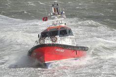 Thuishaven Oostende Afgelopen woensdag in Vlissingen, had het zwaar te verduren de Belgische loodsboot RAVELINGEN  http://koopvaardij.blogspot.nl/2015/05/thuishaven-oostende.html