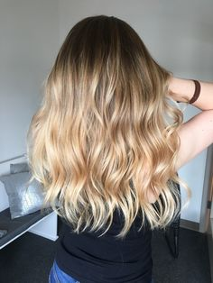 Gorgeous blonde balyage 🙌🏻