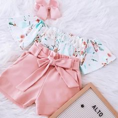 Mais como não se apaixonar por essa lindeza 😱😱😱 Eu to chocada 😍 Cute Girl Outfits, Kids Outfits Girls, Cute Outfits For Kids, Toddler Outfits, Little Kid Fashion, Cute Kids Fashion, Baby Girl Fashion, New Baby Dress, Baby Girl Dresses