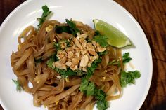 Easy Pad Thai recipe by browniesfordinner. You can add a little chicken breast too. Thai Recipes, Asian Recipes, Dinner Recipes, Cooking Recipes, Healthy Recipes, Easy Pad Thai, Good Food, Yummy Food, Pasta