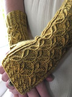 Ravelry is a community site, an organizational tool, and a yarn & pattern database for knitters and crocheters. Fingerless Gloves Knitted, Crochet Gloves, Knit Mittens, Knitted Hats, Easy Knitting Patterns, Loom Knitting, Knitting Socks, Baby Knitting, Knitting Ideas