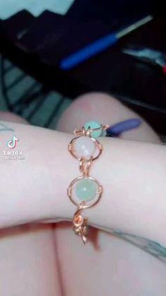Diy Wire Jewelry Rings, Wire Jewelry Designs, Handmade Wire Jewelry, Diy Crafts Jewelry, Diy Rings, Bracelet Crafts, Wire Wrapped Jewelry, Crystal Jewelry, Beaded Jewelry