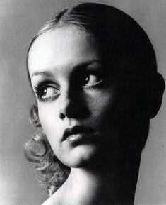 vintage, black and white, twiggy, model, fashion - inspiring picture on Favim.com