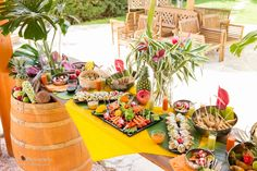 67 Ideas Bridal Brunch Table Decorations Engagement Parties For 2019 Tropical Bridal Showers, Tropical Party, Tropical Decor, Brunch Party Decorations, Party Themes, Table Decorations, Themed Parties, Deco Buffet, Party Food Buffet