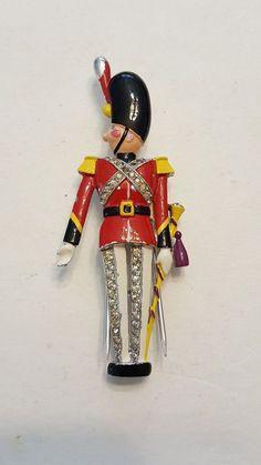 Vintage Crown Trifari Soldier Rhinestone Fur Clip
