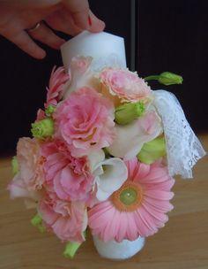 aranjament lumanare de botez fetita. se poate face pe comanda pe orice culoare Candels, Christening, Wedding Flowers, Create, Candle, Wedding Ceremony Flowers, Bridal Flowers