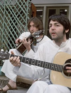 John Lennon and Paul McCartney. Read more about the Beatles here at… Beatles Love, Les Beatles, Beatles Photos, John Lennon Beatles, Jhon Lennon, Beatles Art, Jane Asher, George Harrison, Elvis Presley