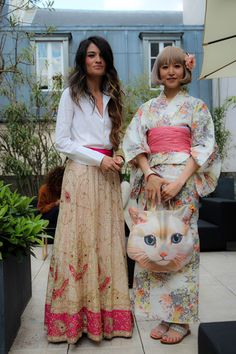 does anyone love the cat bag?? somewhere in my archives is a super easy DIY to make thiss!  what-do-i-wear:    SKIRT Las Dalias, SHIRT Dsquared2, BRACELET Blanco, RING YSL(image:madamederosa)