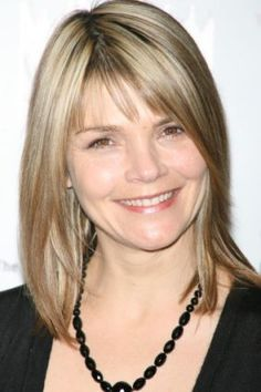 Actress Kathryn Erbe currently of Law & Order's Criminal Intent. she is just the cutest. I want her haircut. Kathryn Erbe, Kathryn Morris, Diy Beauty, Fashion Beauty, Haircuts, Hairstyles, Full Bangs, Law And Order, Goddesses