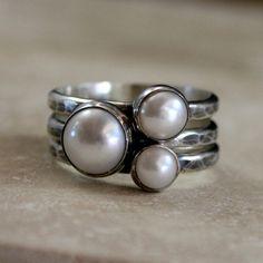 Set di anelli argento perla di impilamento tre perle di KiraFerrer