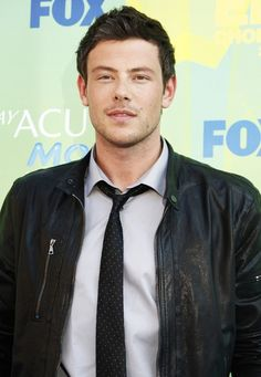 Omg he is cute but seriously sexy at the same time. Finn Glee, Cory Glee, Glee Cory Monteith, Rachel And Finn, Lea And Cory, 10 Most Beautiful Women, Beautiful People, Finn Hudson, Glee Cast