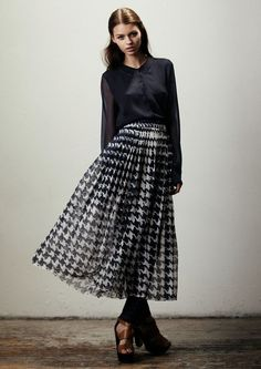 Hounds tooth skirt, black blouse. ck feminine and seductive look...those brown sandals, perfect accessory.
