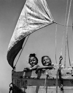 Girls boat, Ile de Ré, France 1945 by Robert Doisneau Robert Doisneau, Black White Photos, Black And White Photography, Black Picture, Vintage Photographs, Vintage Photos, Fotografia Pb, Henri Cartier Bresson, French Photographers