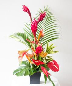 Fresh Flower Arrangement Hawaiian Flowers, Tropical Flowers, Fresh Flowers, Wedding Balloons, Birthday Balloons, Hawaiian Snacks, Holiday Gift Baskets, Fruit Gifts, Rose Arrangements