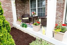 Simple and Quick Curb Appeal Tips | If you want to spruce up your front lawn appeal, but find the idea too overwhelming to undertake, or if you're simply short on time or funds, here are some quick tips to boost your home's curb appeal. #HomeMattersBlog