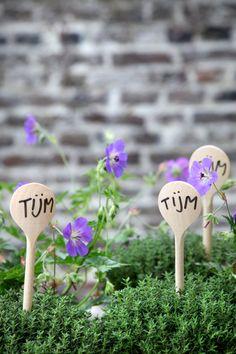 Wooden spoons as plant tags - by Tuinieren Magazine Garden Art, Garden Design, Plant Labels, Garden Pictures, Dollar Store Crafts, Plantation, Garden Inspiration, Vegetable Garden, Gardening Tips
