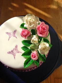 Fondant cake with gumpaste roses