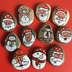 make Christmas decorations with children painting stones - Christmas Crafts Diy Pebble Painting, Pebble Art, Stone Painting, Rock Painting, Christmas Decorations To Make, Holiday Crafts, Christmas Ornaments, Stone Crafts, Rock Crafts