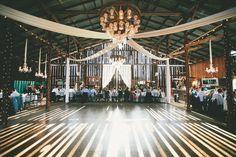 Amazing barn wedding {Photo by onelove Photography}