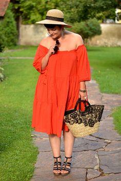 Plus Size Fashion - Curvy Claudia: Holiday Style
