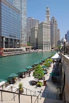 O'Brien's Riverwalk Cafe, Chicago, IL - O'Brien's Enjoy continental cuisine in a casual, elegant atmosphere with outdoor seating available for pups - check out the views! Chicago Travel, Chicago City, Chicago Usa, Chicago Lake, Chicago Riverwalk, Chicago Illinois, Places To Travel, Places To See, Lago Michigan