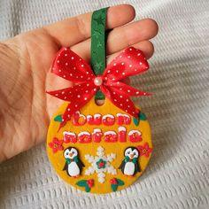 Medaglione natalizio con pinguini in fimo