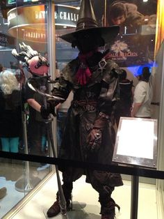 Now THAT is a Black Mage costume.