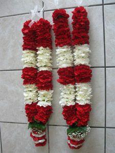 do it yourself flower garland indian hindu wedding links instruction Indian Wedding Flowers, Flower Garland Wedding, Rose Garland, Indian Wedding Jewelry, Floral Garland, Indian Wedding Decorations, Flower Garlands, Rose Wedding, Floral Wedding