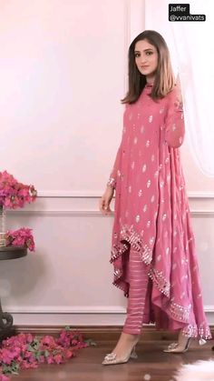 Indian Gowns Dresses, Indian Fashion Dresses, Dress Indian Style, Indian Designer Outfits, Pakistani Dresses, Fancy Dress Design, Stylish Dress Designs, Designer Party Wear Dresses, Kurti Designs Party Wear