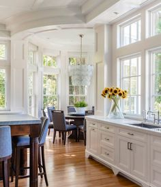 Bringing the outdoors in, this breakfast room/kitchen designed by Tom Catalano is actually a new addition to an older classic Brookline… Layout Design, H Design, Dream Home Design, Home Interior Design, House Design, Kitchen Room Design, Dining Room Design, Room Kitchen, Sunroom Dining