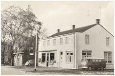 CollectieHeemkundekring 'De Baronie van Cranendonck'  Voormalige bakkerij, Stationstraat: in gebruik geweest door Jan de Laat sr. In 1969 is de zaak overgenomen door zoon Jan jr  Auteur: Laat, Jan de - 1960