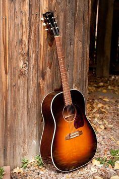 Gibson J-45 Standard   Acoustic guitar