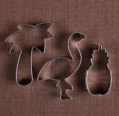 Use our tropical cookie cutter set with flamingo, pineapple and palm tree cookie cutters to make fun sugar cookies! Bake them to enjoy or package up for sweet party favors, wedding favors or summer entertaining! We also carry a large selection of sprinkles, food coloring & frosting tips to decorate your cookies, see the links below! Find more cookie cutters here: http://etsy.me/2fH3N6x  COUNT: 3 metal cookie cutters SIZE of flamingo: approx 3 1/8 x 4 SIZE of pineapple:...