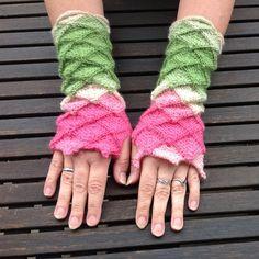 Armstulpen von Woll-Art auf DaWanda.com Fingerless Gloves, Arm Warmers, Knitting, Pink, Tricot, Accessories, Diamond Pattern, Gloves, Handarbeit