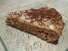 Tento koláčik je vhodný na raňajky i desiatu a vďaka vyváženému pomeru bielkovín a  zdravých sacharidov zasýti na dlhší čas.